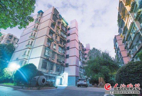 長沙晚報報業小區是較早一批加裝電梯的小區。長沙晚報全媒體記者 鄒麟 攝